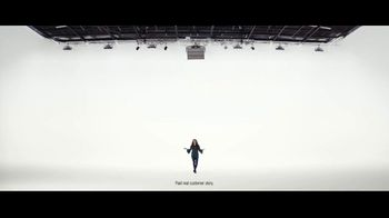 VerizonUP TV Spot, 'Why Mirna Chose Verizon: Free Phone' - Thumbnail 5