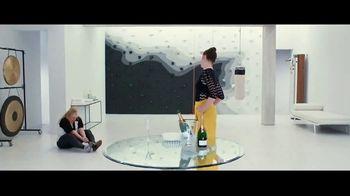 The Hustle - Alternate Trailer 12