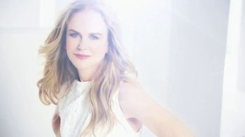 OMEGA Constellation Manhattan TV Spot, 'World-Famous Faces' Featuring Cindy Crawford, Nicole Kidman - Thumbnail 3