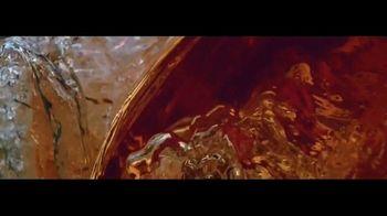 Budweiser Reserve Copper Lager TV Spot, 'Una nueva Bud en la ciudad' con Charlize Theron [Spanish] - Thumbnail 2