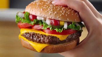 McDonald's Quarter Pounder Deluxe TV Spot, 'Fresh on Fresh' - Thumbnail 4