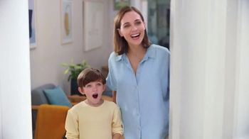 Renuzit Snuggle Air Fresheners TV Spot, 'Smell Good Welcome' - Thumbnail 2