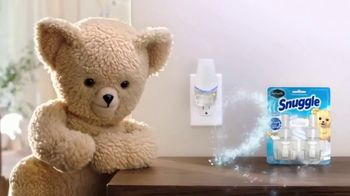 Renuzit Snuggle Air Fresheners TV Spot, 'Smell Good Welcome' - Thumbnail 5