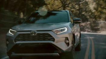 Toyota RAV4 Hybrid TV Spot, 'Primos' canción de Plastic Bertrand [Spanish] [T1] - Thumbnail 4