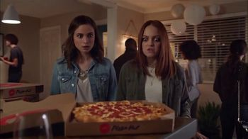 Pizza Hut Ultimate Cheesy Crust Pizza TV Spot, 'Look at That Crust' Song by Sir Mix-a-Lot - Thumbnail 3