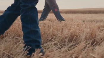 Budweiser TV Spot, 'Proudly Brewed With 100 Percent American Grown Barley' - Thumbnail 8