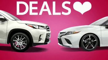 Toyota Sweetheart Deals Sales Event TV Spot, 'Swing In: Highlander and Camry' [T2] - Thumbnail 1