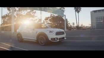2019 MINI Countryman TV Spot, 'Don't Fence Me In' Featuring Labrinth [T2] - Thumbnail 2
