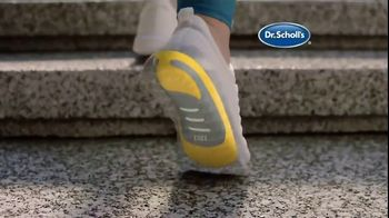 Dr. Scholl's Orthotics TV Spot, 'Dog Walker' - Thumbnail 4