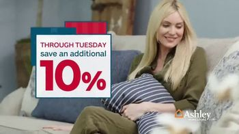 Ashley HomeStore Presidents Day Sale TV Spot, 'Final Week: New Styles' Song by Midnight Riot - Thumbnail 6