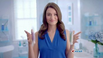 Crest 3D White Whitening Therapy TV Spot, 'Whitens and Protects: Charcoal or Coconut Oil' - Thumbnail 4