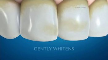 Crest 3D White Whitening Therapy TV Spot, 'Whitens and Protects: Charcoal or Coconut Oil' - Thumbnail 7