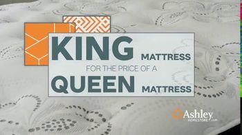 Ashley HomeStore Anniversary Mattress Sale TV Spot, 'Final Week: King for a Queen' - Thumbnail 4