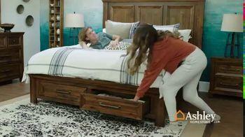 Ashley HomeStore Anniversary Mattress Sale TV Spot, 'Final Week: King for a Queen' - Thumbnail 7