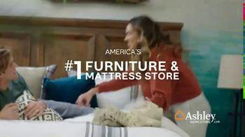 Ashley HomeStore Anniversary Mattress Sale TV Spot, 'Final Week: King for a Queen' - Thumbnail 8