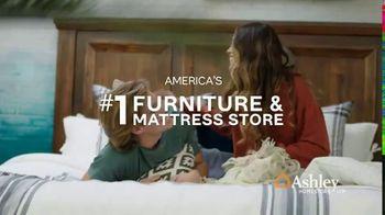 Ashley HomeStore Anniversary Mattress Sale TV Spot, 'Final Week: King for a Queen' - Thumbnail 9