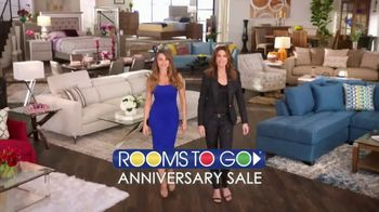 Rooms to Go Anniversary Sale TV Spot, 'Once a Year Sexy' Featuring Sofia Vergara, Cindy Crawford - Thumbnail 1