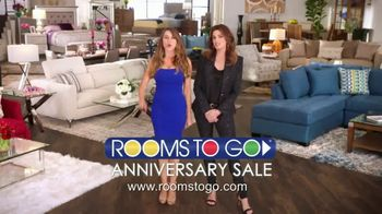 Rooms to Go Anniversary Sale TV Spot, 'Once a Year Sexy' Featuring Sofia Vergara, Cindy Crawford - Thumbnail 6