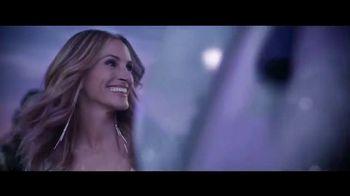 Lancôme Paris La Vie Est Belle Soleil Cristal TV Spot, 'Brilla' con Julia Roberts, canción de Josef Salvat [Spanish] - Thumbnail 5