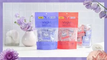 Vagisil Scentsitive Scents Cleansing Cloths TV Spot, 'Petite and Neat' - Thumbnail 9