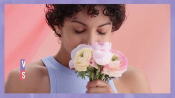 Vagisil Scentsitive Scents Cleansing Cloths TV Spot, 'Petite and Neat' - Thumbnail 1