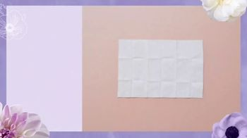 Vagisil Scentsitive Scents Cleansing Cloths TV Spot, 'Petite and Neat' - Thumbnail 4