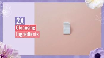 Vagisil Scentsitive Scents Cleansing Cloths TV Spot, 'Petite and Neat' - Thumbnail 5