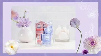 Vagisil Scentsitive Scents Cleansing Cloths TV Spot, 'Petite and Neat' - Thumbnail 6
