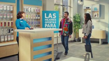 AT&T Wireless TV Spot, 'Best Deals: Camisa de la suerte' [Spanish]