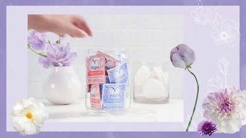 Vagisil Scentsitive Scents Cleansing Cloths TV Spot, 'Pequeñas y prácticas' [Spanish] - Thumbnail 5