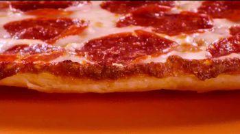 Little Caesars Pizza EXTRAMOSTBESTEST Thin Crust TV Spot, 'Tímida' [Spanish] - Thumbnail 3