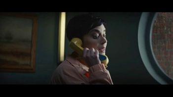 Expedia TV Spot, 'All By Myself' Featuring Rashida Jones - Thumbnail 3