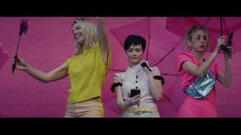 Expedia TV Spot, 'All By Myself' Featuring Rashida Jones - Thumbnail 4