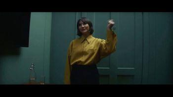 Expedia TV Spot, 'All By Myself' Featuring Rashida Jones - Thumbnail 6