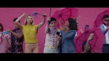 Expedia TV Spot, 'All By Myself' Featuring Rashida Jones - Thumbnail 9