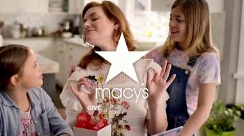 Macy's Friends & Family TV Spot, 'Perfect Gift for Mom' - Thumbnail 10