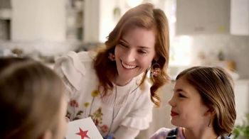 Macy's Friends & Family TV Spot, 'Perfect Gift for Mom' - Thumbnail 7