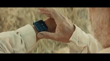 Apple iPhone + Apple Watch TV Spot, 'Found It' Song by Kitty Wells - Thumbnail 4