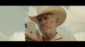 Apple iPhone + Apple Watch TV Spot, 'Found It' Song by Kitty Wells - Thumbnail 6
