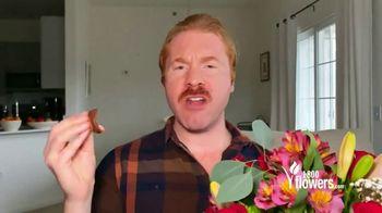 1-800-FLOWERS.COM TV Spot, 'The Perfect Romantic Gift' - Thumbnail 8