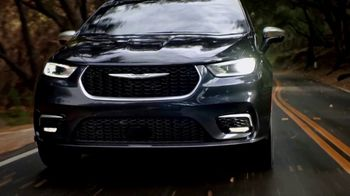 2021 Chrysler Pacifica Plug-In Hybrid TV Spot, 'Protect Your World' [T2] - Thumbnail 6