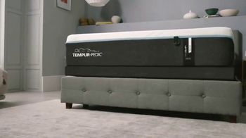 Ashley HomeStore TV Spot, 'Tempur-Pedic Retailer: 0% Financing for Six Years' Song by Midnight Riot - Thumbnail 6