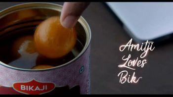 Bikaji Gol-Matol TV Spot, 'Video Call' Featuring Amitabh Bachchan - Thumbnail 9