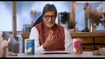 Bikaji Gol-Matol TV Spot, 'Video Call' Featuring Amitabh Bachchan - Thumbnail 8