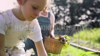 Duluth Trading Company Gardening Collection TV Spot, 'Comfort by Bushel' Song by Assaf Ayalon - Thumbnail 4