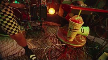 7-Eleven TV Spot, 'Take It to Eleven With 24/7 Delivery: $5 Large Pizza' Featuring Yip Yops - Thumbnail 6