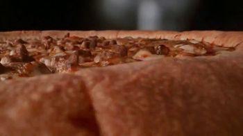 Papa John's Epic Stuffed Crust Pizza TV Spot, 'Te amo, queso' [Spanish] - Thumbnail 3