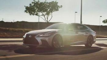 2021 Lexus LS TV Spot, 'School Bus' [T1] - Thumbnail 9