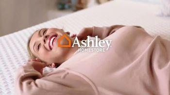 Ashley HomeStore TV Spot, 'Dormir mejor: ahorra $1,100 dólares en colchones selectos' [Spanish] - Thumbnail 1