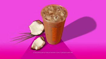 Dunkin' Coconutmilk Iced Latte TV Spot, 'Comienza tu día con uno frío' [Spanish]